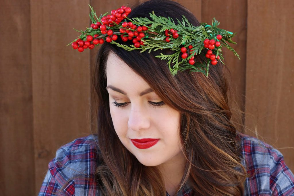 Christmas time is the perfect time to wear flower and holly crowns. This floral crown is super easy to make and it's darling!