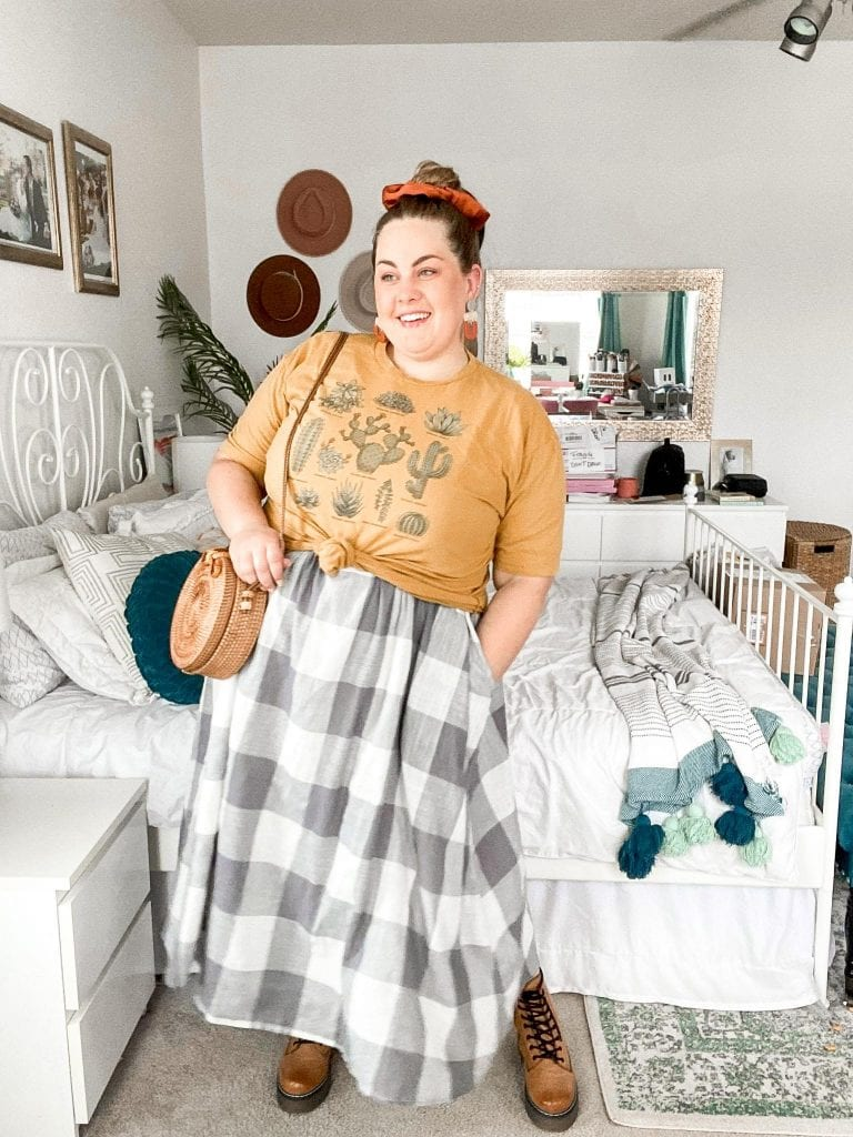 I love the look of a layering tee and midi dresses. It's such a fun way to restyle dresses you already have! Check out the rest of my 30 day challenge on Lauren Virginia Co!
